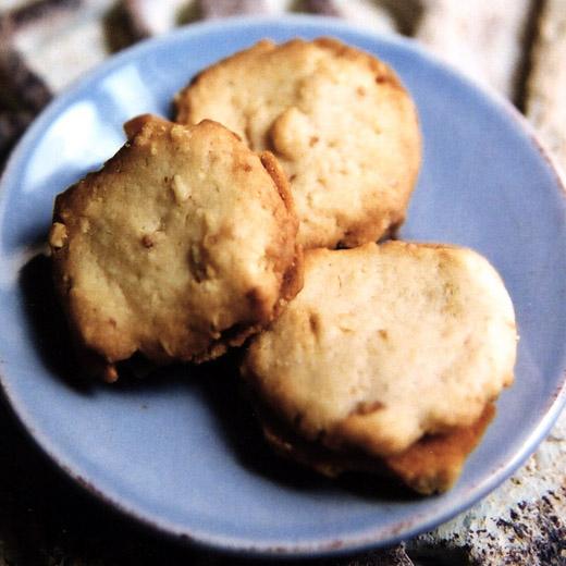 Juliette - chocolate cinnamon ganache sandwiched between two hazelnut cookies