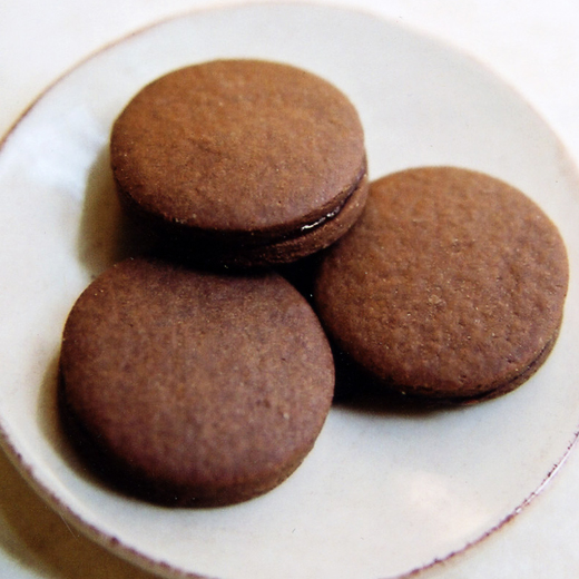 Lana - chocolate sandwich cookie filled with raspberry jam